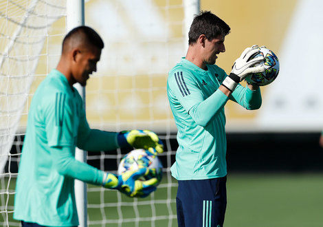 Medium alphonse areola   thibaut courtois 1.10.2019